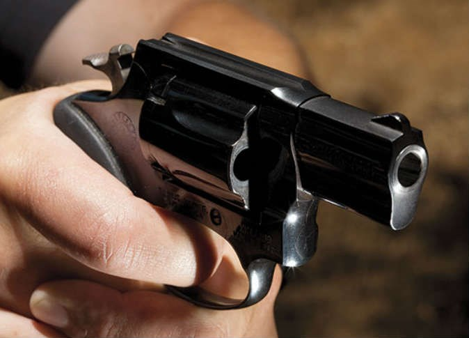 شاب يقتل شقيقته بعيار ناري اثر خلاف عائلي