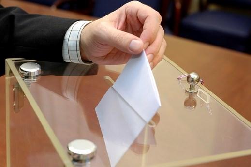 جدل قانوني حول وضع ورقة الاقتراع في غير صندوقها