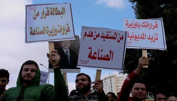 الأزمات المعيشية تؤجج الاحتجاجات العمالية في الأردن