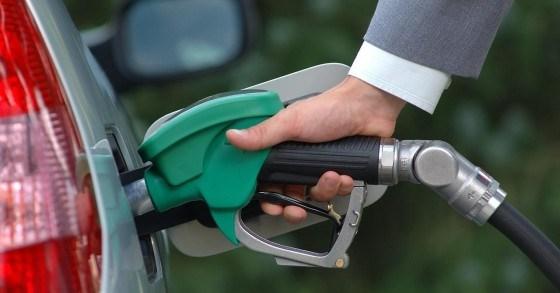 رفع أسعار المحروقات.. البنزين 30 فلساً و15 فلساً للسولار والكا