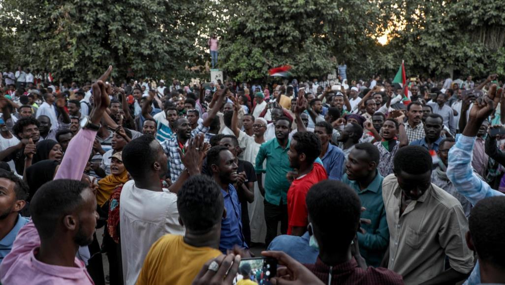 احتجاجات فى السودان للمطالبة بتسليم السلطة للمدنيين
