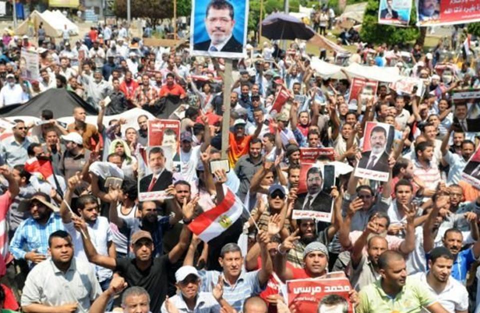 """""""إخوان مصر"""" تدعو لصلاة على مرسي والخروج في مظاهرات يوم الجمعة"""