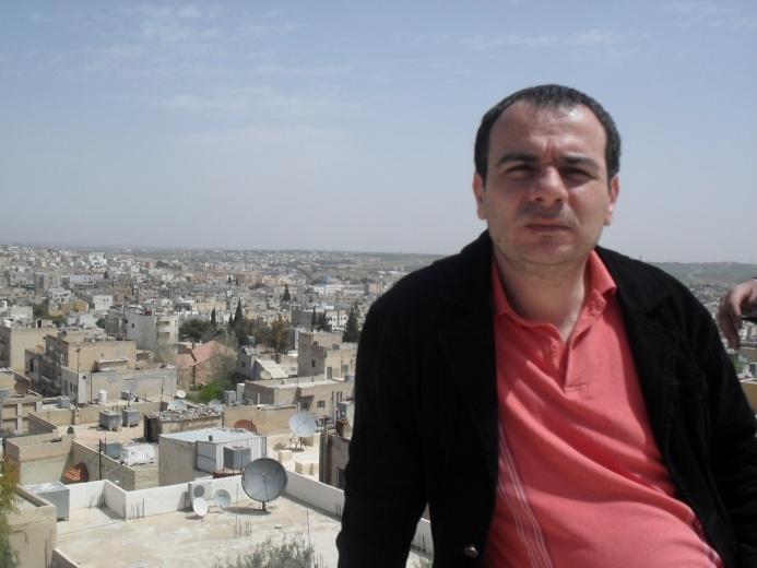 من هو الصحفي تيسير النجار السبيل